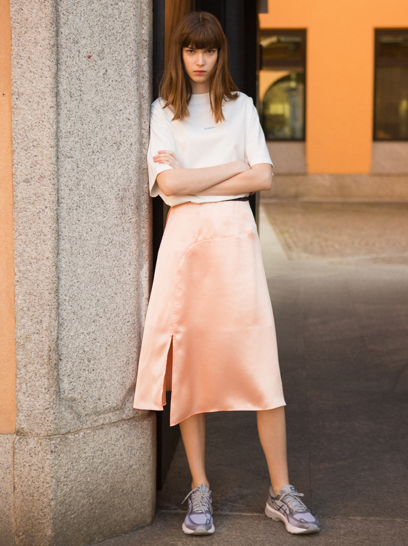 SLIT SATIN SKIRT (SALMON)