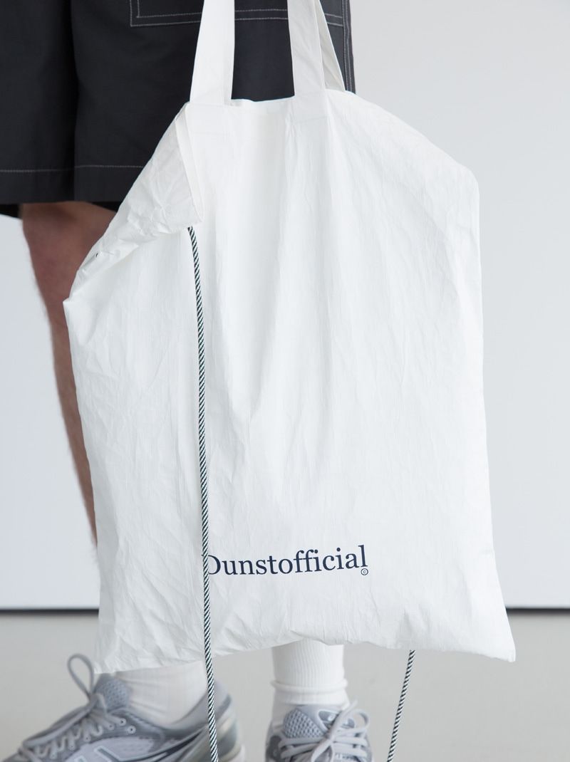 UNISEX TYVEK LOGO TWO-WAY BAG (OFF WHITE)