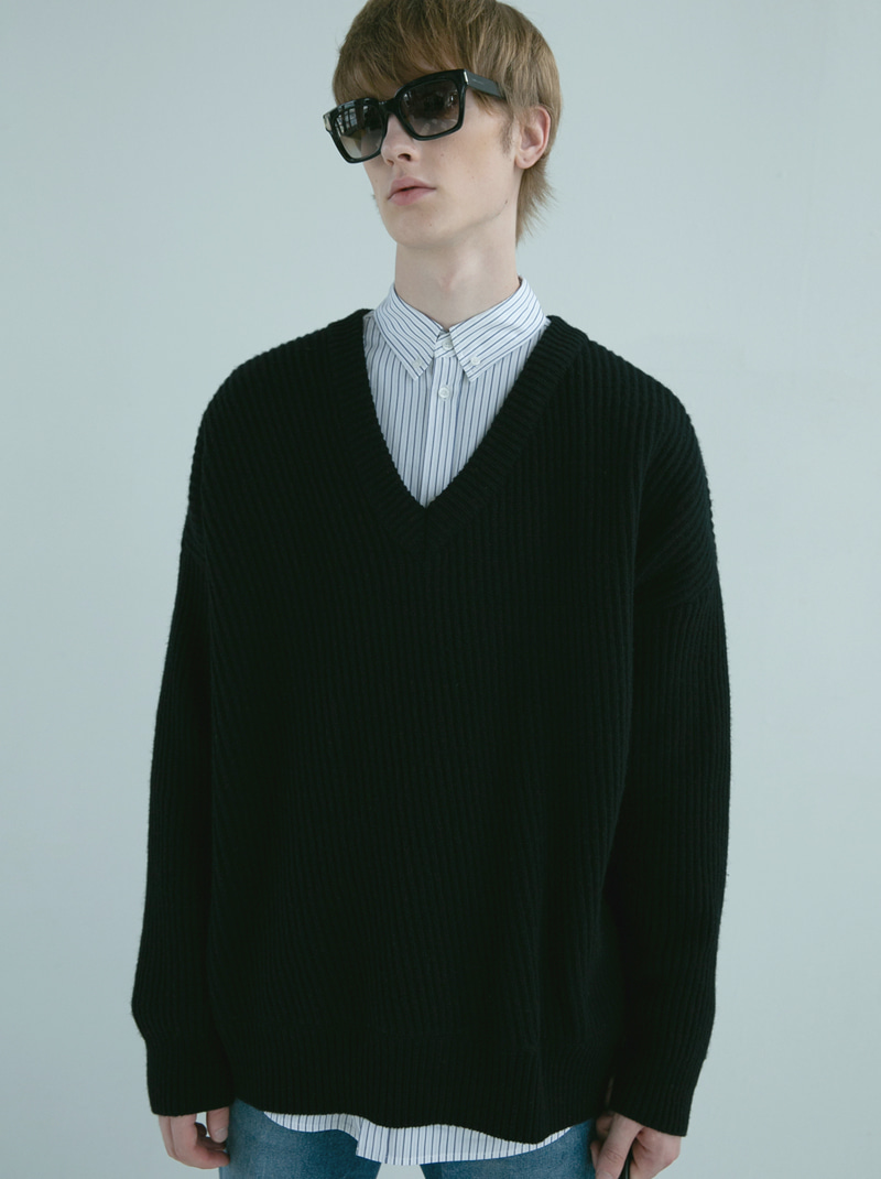 UNISEX BIAS V-NECK WOOL SWEATER (BLACK)