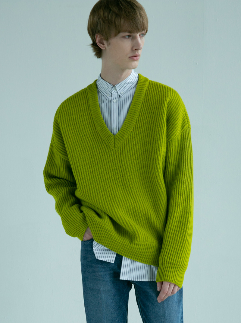 UNISEX BIAS V-NECK WOOL SWEATER (AVOCADO)