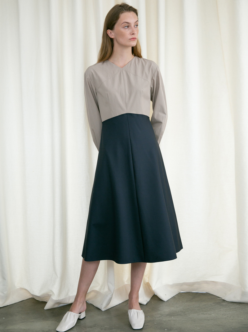 V-NECK LONG SLEEVE FLARED DRESS (BEIGE/NAVY)