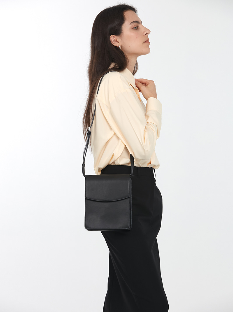 SQUARE LEATHER CROSSBODY BAG BLACK