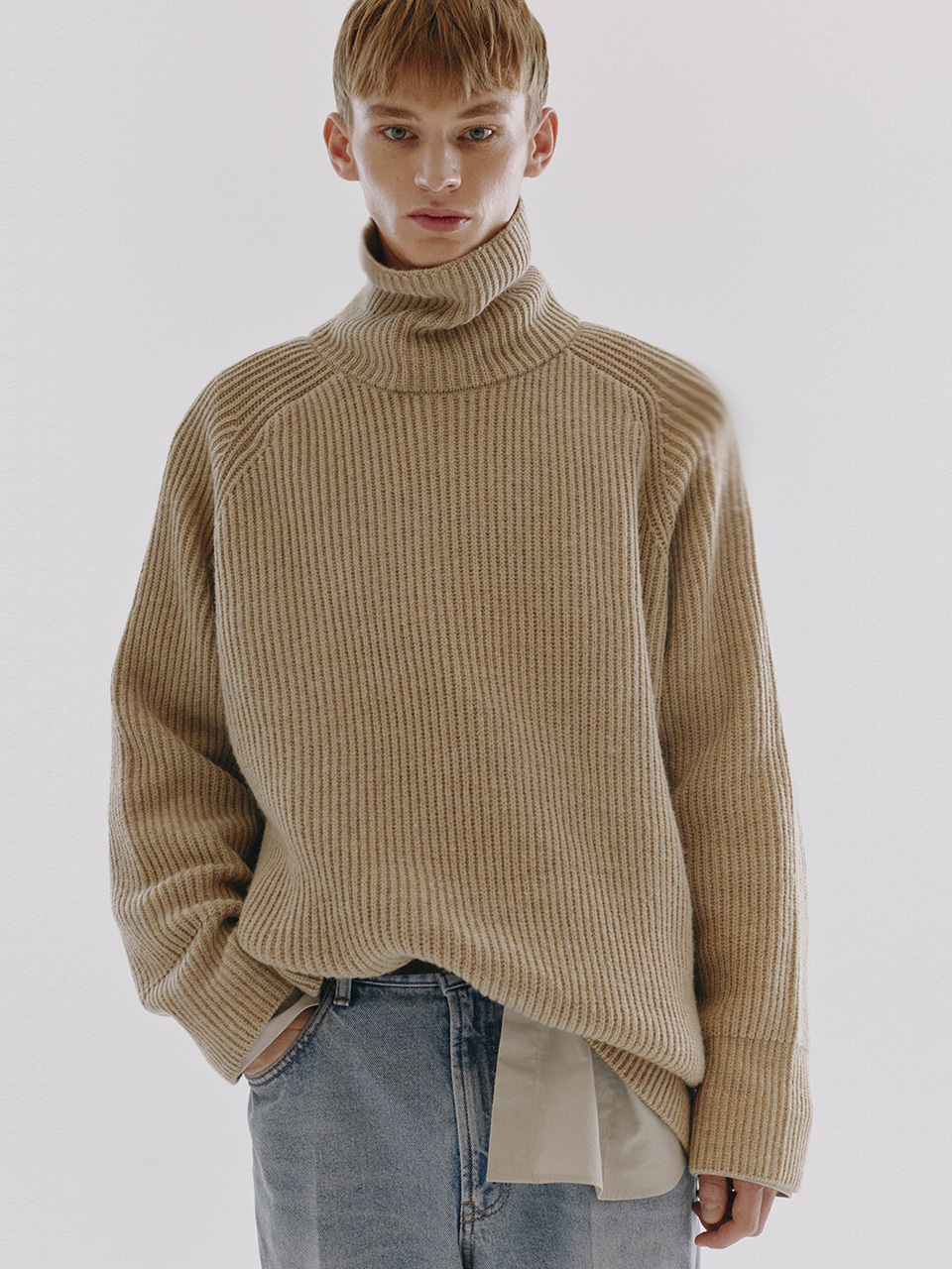 UNISEX RIBBED FUNNEL NECK WOOL SWEATER BEIGE